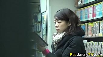 Fingering asian urinates